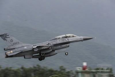 國軍公開F-16發射響尾蛇飛彈畫面