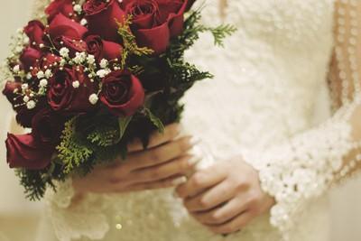 新娘邀「多年床伴」坐婚禮第一排!媽一看緊皺眉頭:什麼東西...