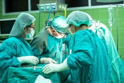 停經4月肚劇痛!剖開一看「子宮外孕在肝臟上」 38歲婦傻:還能生?