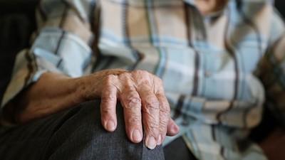 中風嬤每天嚷著「想死...」 治療師反激:不配合治療「當壞人」會更長命!