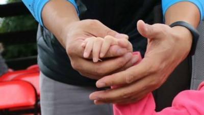 父母必須放手!重度肢障兒被送到「全日照護機構」 堅強媽:我總有天會老