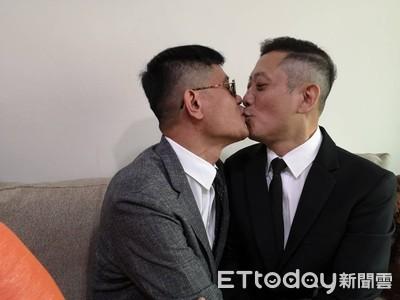 同婚上路首日 同性伴侶喜迎結婚首日500對登記
