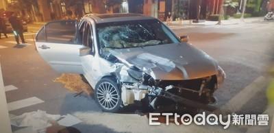 2車路口高速碰撞 1車失控衝進大樓