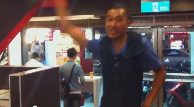 竹中男大跳麥克瘋 店員尷尬打斷:那活動結束了