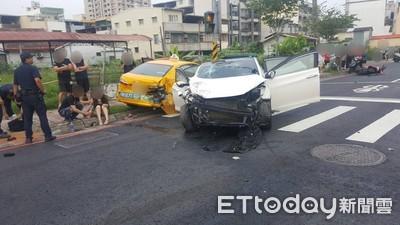 白色車連衝撞2車 再高速撞機車