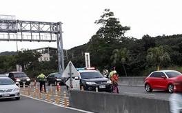 警察拍照取締超速 路樹遮擋警告標誌免罰
