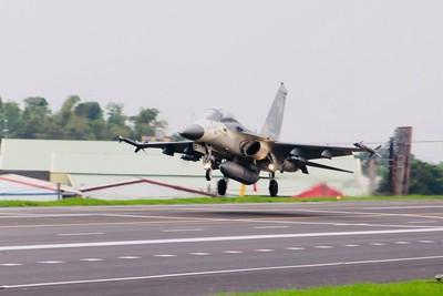美媒:川普計畫售台最新F-16戰機
