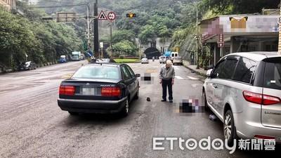 紅燈過馬路被撞雙亡!網批活該 家屬痛哭