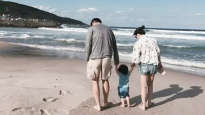 帶女兒去海邊玩 汪小菲路過濱海墓園亂拍照 回家老婆一看急喊快刪