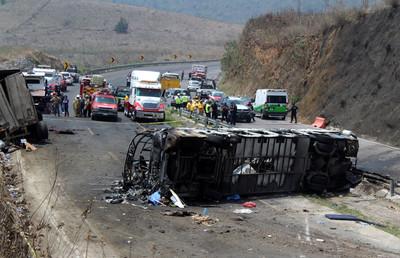 墨西哥死亡車禍 「逾20人活活燒死」