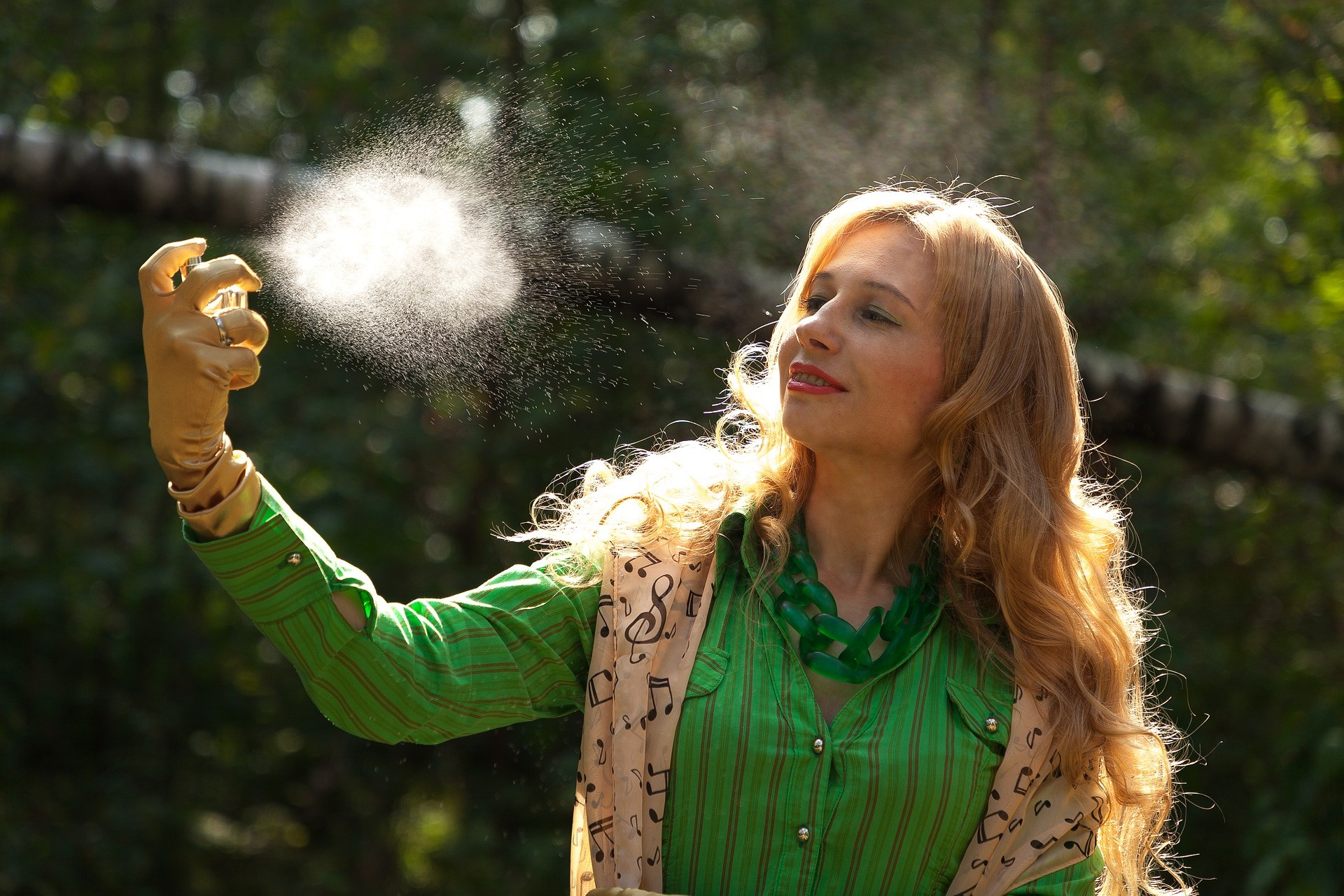 ▲女人,噴霧,防曬,。(圖/取自免費圖庫Pixabay)