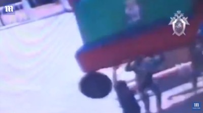 充氣城堡被吹翻 幼童180度重摔馬路