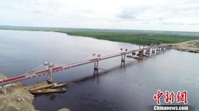 中俄跨境「黑龍江大橋」順利合攏