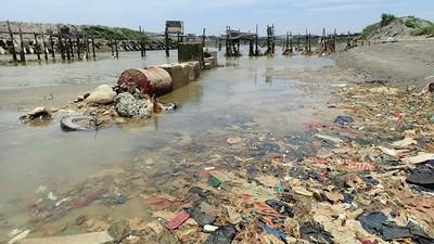 桃園出海口廢布料 係20多年掩埋物?