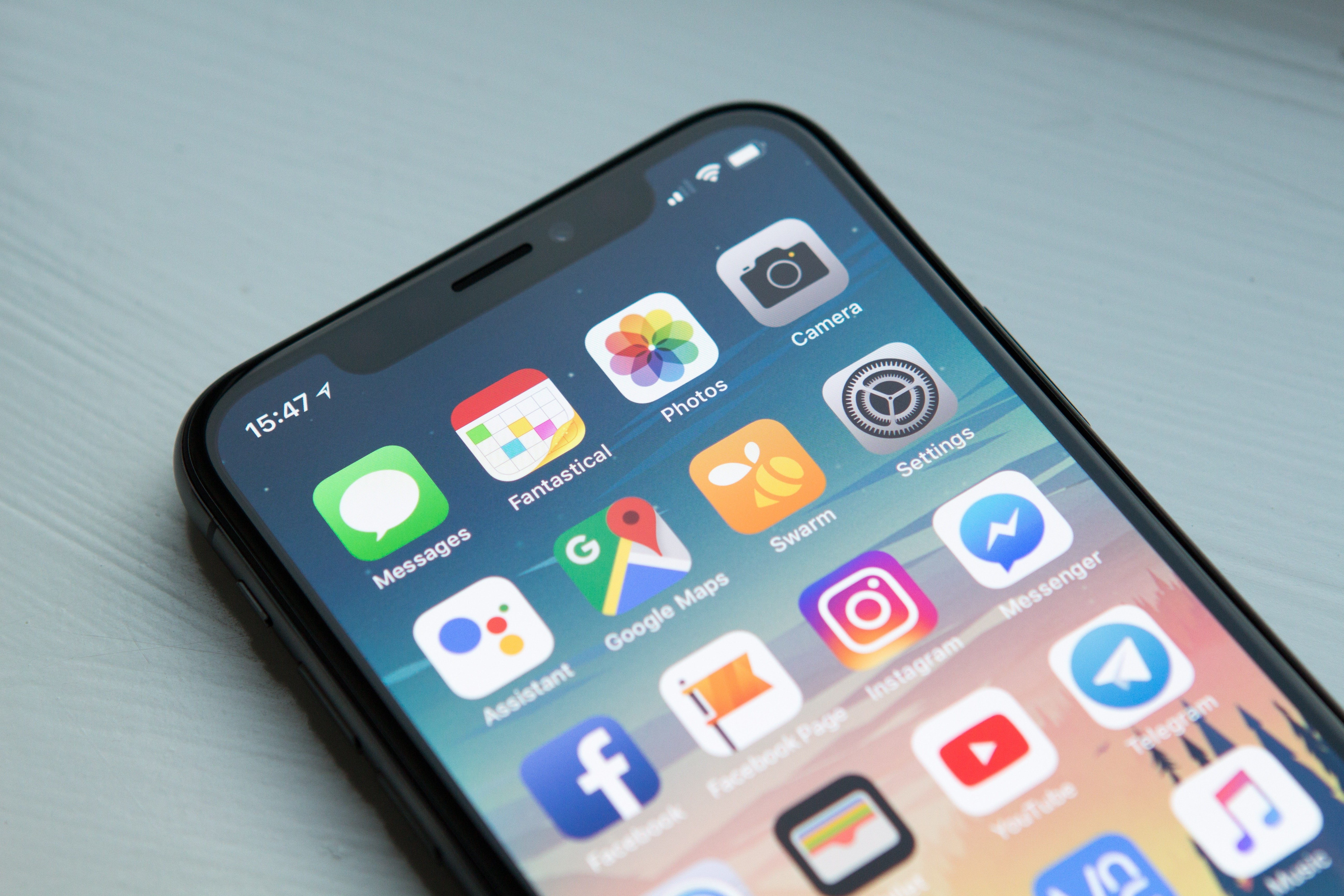 ▲▼iPhone,社群軟體,社群,手機。(圖/取自免費圖庫Unsplash)
