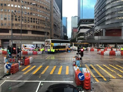 香港遊覽車與公車相撞致19傷