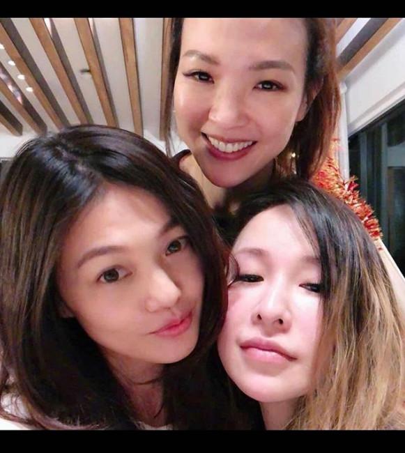 ▲蜜雪上傳和姐姐、蕭亞軒的合照。(圖/翻攝自蜜雪IG)