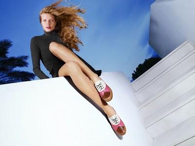 鞋履品牌推出限量UNO系列 消費滿5000元贈500元