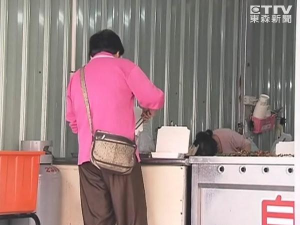 「做人好,不收錢」 孝子買通店家 失智母笑了