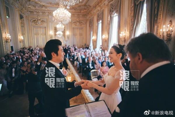 ▲郎朗辦婚禮,周杰掄夫妻、約翰傳奇夫妻都到場。(圖/翻攝自微博/新浪電視)