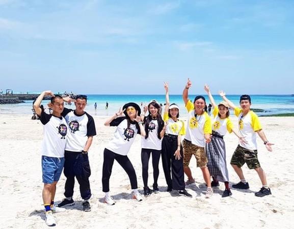 ▲《綜藝玩很大》團隊最近飛往濟州島出外景。(圖/翻攝自《綜藝玩很大》官方Instagram)