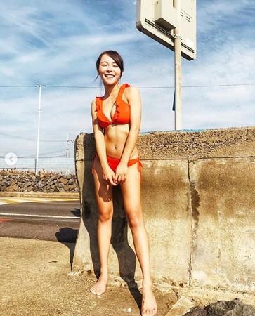 ▲舒子晨、巫苡萱各自在IG曬出辣照。(圖/翻攝自巫苡萱Instagram)