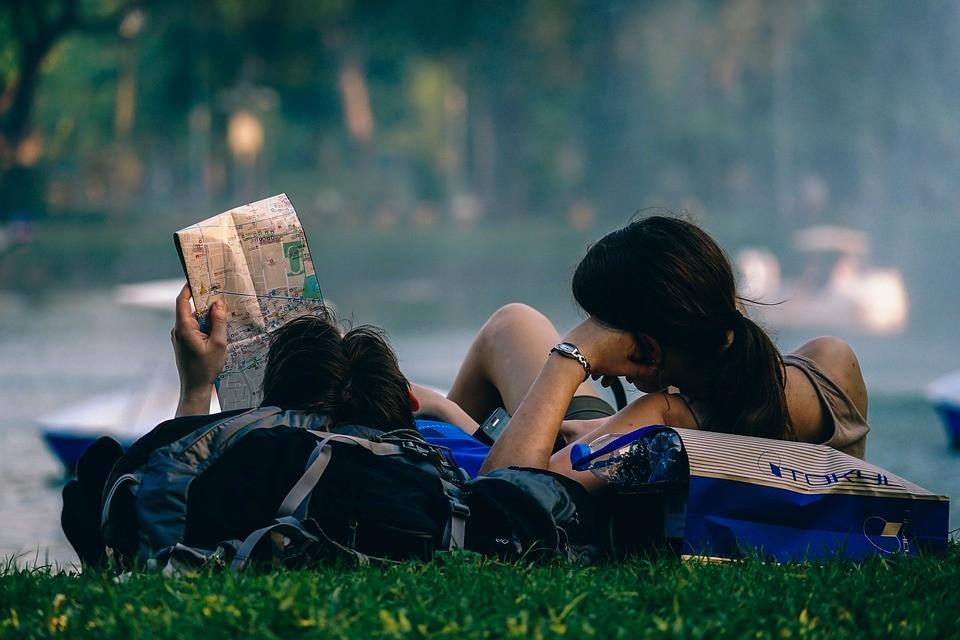 ▲▼ 女生,學生,交往,閨密。(圖/取自免費圖庫Pixabay)