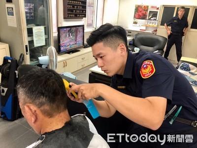 型男帶刀從警 免費幫弱勢義剪