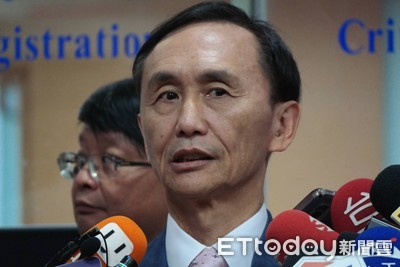 吳子嘉爆民進黨兩手策略 助郭台銘連署選總統