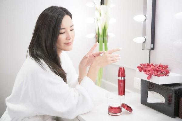 时尚靓妈咪Cardin Chiang现身东森自然美(图/东森自然美提供)