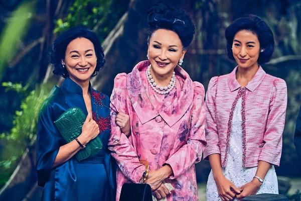 ▲資深藝人陳莎莉(右)在大陸工作近20年,在友人陪同下抽空回台休假。(圖/鏡週刊)