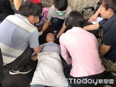 韓國瑜被攔轎陳情 居民舉布條抗議