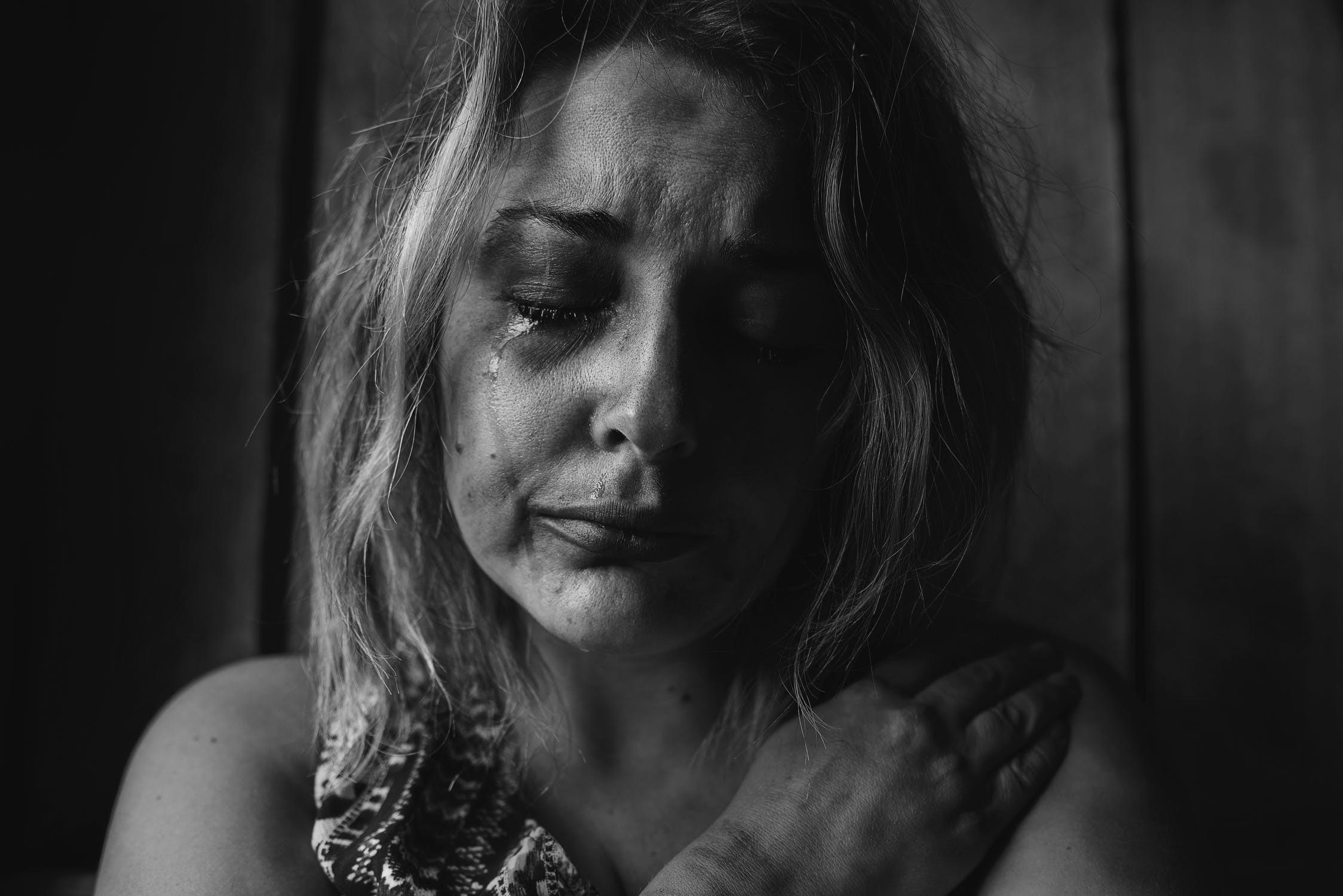 ▲▼哭,悲傷,女人。(圖/取自免費圖庫Pelexs)
