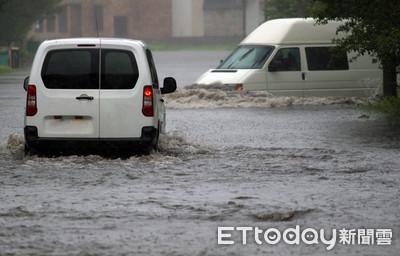 颱風丹娜絲北上 沖繩發布暴雨警報