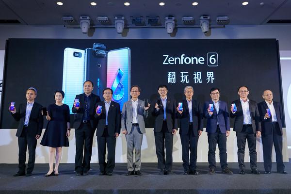 ▲無瀏海全螢幕「翻轉式相機」 華碩ZenFone 6台灣價17990元。(圖/華碩提供)