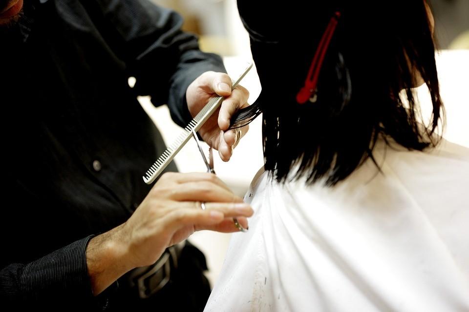 ▲▼剪髮。(示意圖/取自免費圖庫Pixabay)