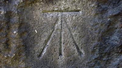謎中之謎!東京古蹟常見「不」字印 神秘符號石牆、鳥居到處有