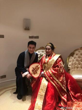 ▲香港賭王千金何超盈訂婚。(圖/翻攝自何猷君微博)