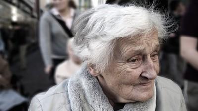 60歲女士「要求切除乳房」醫生猶豫了 她坦然輕笑:我身體裡是個男人