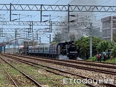 鐵路節 蒸氣火車載遊客漫遊花蓮港站