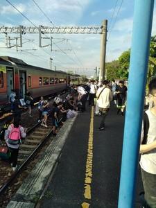 台鐵又出包!端午收假日台南段電車線故障