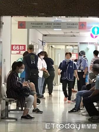 ▲馬如龍9日病逝新光醫院,有警衛出現在加護病房外。(圖/記者李欣容攝)