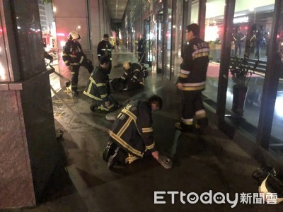 辦公樓內馬達起火 管理員急報警