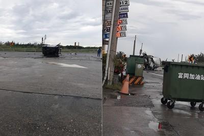 富岡加油站車禍 擦撞油罐車翻90度