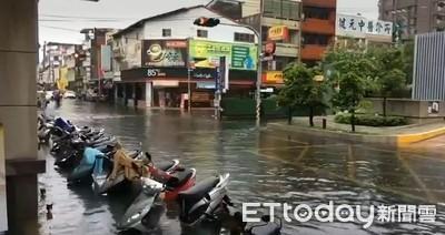 雨炸彰化員林市區 員基醫院門口汪洋一片