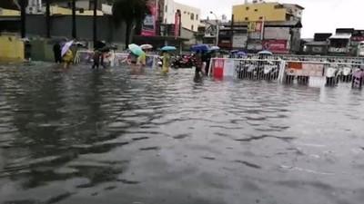 台南豪雨淹水 網友感嘆水上樂園開幕!