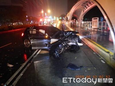 輕熟女駕車「水漂」失控 撞公車站釀4傷