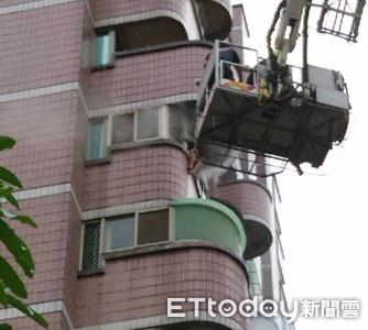 台中住宅大樓起火 1女吸入性嗆傷
