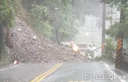 埔霧公路人止關坍方路段已搶通  都達明隧道前土石流道路中斷
