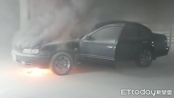 台南知名賣場傳汽車火警 消防人員迅速撲滅未釀災